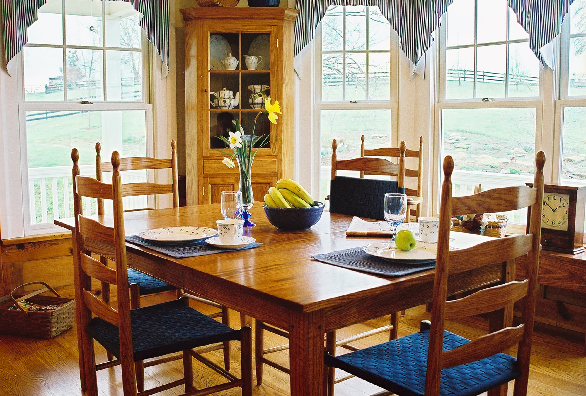 shaker dining room furniture
